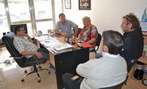 Dirigentes del tenis valletano junto a Ricardo Fueyo.