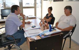 Melina Gutiérrez junto a Enrique Yancán y Ricardo Fueyo.