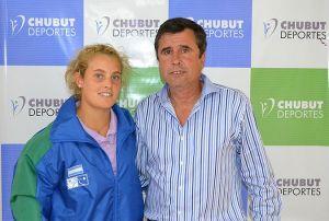 Fueyo con la joven promesa del tenis chubutense.